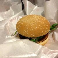 Das Foto wurde bei Pit's Burger von pedro p. am 8/19/2013 aufgenommen