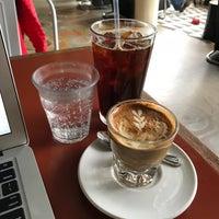 Foto scattata a La Marzocco Cafe da Michelle L. il 4/20/2018