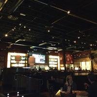 Foto scattata a BJ's Restaurant & Brewhouse da Robb C. il 7/12/2012