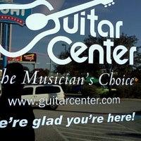 11/13/2011 tarihinde Johnny A.ziyaretçi tarafından Guitar Center'de çekilen fotoğraf