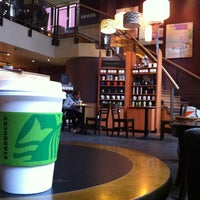 Foto tirada no(a) Starbucks por Mauricio L. em 4/4/2011