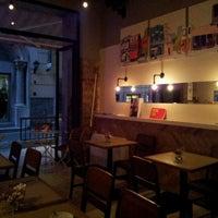 Das Foto wurde bei Tag Cafe & Bistro Istanbul von Birol K. am 10/3/2011 aufgenommen