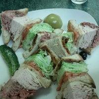 รูปภาพถ่ายที่ Weiss Deli and Bakery โดย Frost M. เมื่อ 9/7/2011