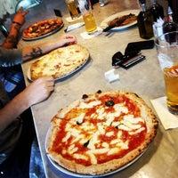 รูปภาพถ่ายที่ Settebello Pizzeria โดย David R. เมื่อ 5/8/2012
