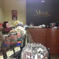 Das Foto wurde bei Munik Chocolates von Deni C. am 7/20/2012 aufgenommen