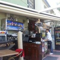 Das Foto wurde bei Cafe Villa Bistro von mert Y. am 7/18/2012 aufgenommen