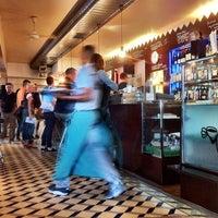 Photo prise au Adriano's Bar & Café par Vincent B. le7/30/2011
