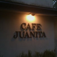 Foto scattata a Cafe Juanita da Phuc N. il 10/3/2011