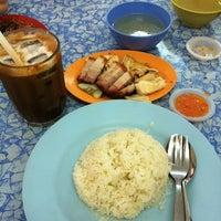 Foto tomada en Restoran Fan Yoon por Yvonne N. el 1/5/2012