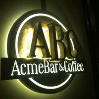 Foto tomada en Acme Bar & Coffee por caleb c el 3/6/2012