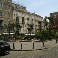 Photo prise au Piazza Vincenzo Bellini par Vincenzo R. le5/26/2012