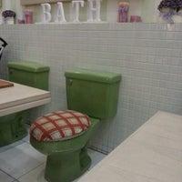 Foto tirada no(a) Nanny's Pavillon - Bathroom por Diandra P. em 7/28/2012