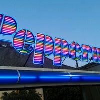 Photo prise au Peppermill Restaurant par Kari H. le5/13/2012