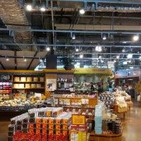 Das Foto wurde bei Whole Foods Market von Theron P. am 5/20/2012 aufgenommen