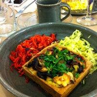 Das Foto wurde bei Rose Bakery von Alexandra G. am 5/20/2012 aufgenommen