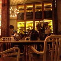 4/21/2012에 Chatitze M.님이 The House Café에서 찍은 사진
