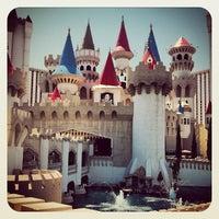 Foto scattata a Excalibur Hotel & Casino da Christopher M. il 8/24/2012
