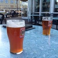 Foto tomada en On Deck Sports Bar & Grill por Jordan D. el 3/9/2012