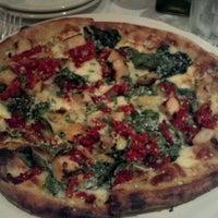 Photo prise au Cugini Restaurant par Marisa C. le4/4/2012