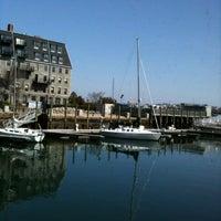 3/18/2012 tarihinde Stephanie D.ziyaretçi tarafından Boston Sail Loft'de çekilen fotoğraf