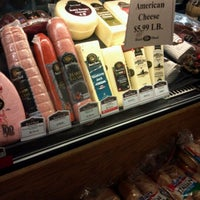 Das Foto wurde bei Riccardo's Market von Beth R. am 2/10/2012 aufgenommen