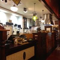 6/26/2012에 Chandra Y.님이 Potbelly Sandwich Shop에서 찍은 사진