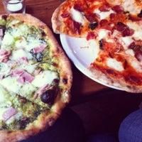 Foto diambil di B-Soho Cocktail Bar & Pizzeria oleh marika s. pada 9/5/2012