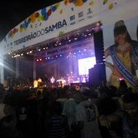 Foto tirada no(a) Terreirão do Samba por Esteyce D. em 3/4/2014