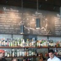 Photo prise au Barcelona Wine Bar Inman Park par Charles G. le6/16/2013