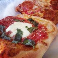 Foto scattata a Long Island Mike's Pizza da Joel L. il 6/17/2013