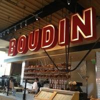3/19/2013 tarihinde Kathy M.ziyaretçi tarafından Boudin Bakery Café Baker's Hall'de çekilen fotoğraf