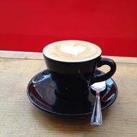 3/10/2013 tarihinde Benny C.ziyaretçi tarafından Fahrenheit Coffee'de çekilen fotoğraf