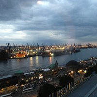 Das Foto wurde bei Tower Bar von Andreas S. am 8/11/2013 aufgenommen