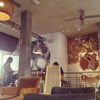 Снимок сделан в La Bicicleta Café пользователем Leobonvivant 5/4/2013