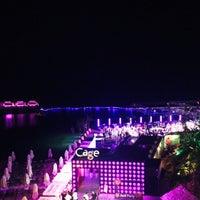 รูปภาพถ่ายที่ Cage Club Port Cratos โดย Mehmet E. เมื่อ 8/12/2015