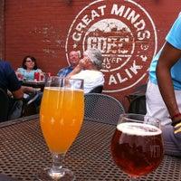 Foto tomada en Great Divide Brewing Co. por Sherry D. el 7/13/2013