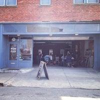 Foto tomada en Mission Coffee Co. por Amy L. el 4/18/2013