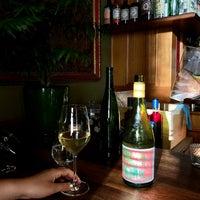 2/19/2021 tarihinde Kirsty L.ziyaretçi tarafından Neighbourhood Wine'de çekilen fotoğraf