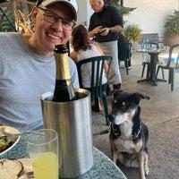 8/7/2021 tarihinde Sarah B.ziyaretçi tarafından Plums Cafe and Catering'de çekilen fotoğraf