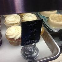 5/1/2013 tarihinde Tara K.ziyaretçi tarafından Blossom Bakery'de çekilen fotoğraf