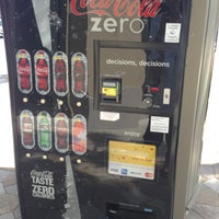 Photo prise au Coke Machine par Dave M. le6/28/2013