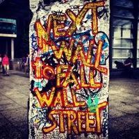 Das Foto wurde bei Baudenkmal Berliner Mauer von Dale K. am 6/15/2013 aufgenommen