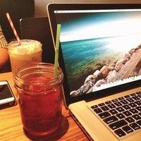 8/23/2013 tarihinde Osziyaretçi tarafından Vespr Craft Coffee & Allures'de çekilen fotoğraf
