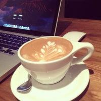 7/5/2013 tarihinde Osziyaretçi tarafından Vespr Craft Coffee & Allures'de çekilen fotoğraf