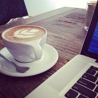 10/25/2013 tarihinde Osziyaretçi tarafından Vespr Craft Coffee & Allures'de çekilen fotoğraf