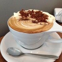 10/11/2013 tarihinde Osziyaretçi tarafından Vespr Craft Coffee & Allures'de çekilen fotoğraf