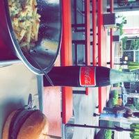 Снимок сделан в Hopdoddy Burger Bar пользователем Saed A. 9/9/2018