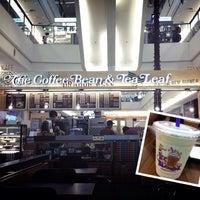 Снимок сделан в The Coffee Bean & Tea Leaf пользователем Harmonie W. 3/12/2013