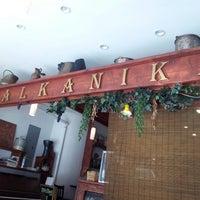 2/13/2013 tarihinde Jason V.ziyaretçi tarafından Balkanika'de çekilen fotoğraf