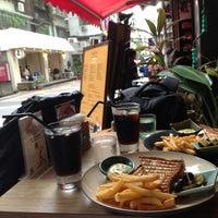 Das Foto wurde bei Toasteria Cafe von Ernesto J. am 7/15/2013 aufgenommen